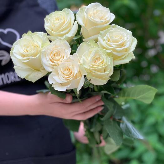Bouquet of 7 white local roses 50 cm: flowers to order Flowwow