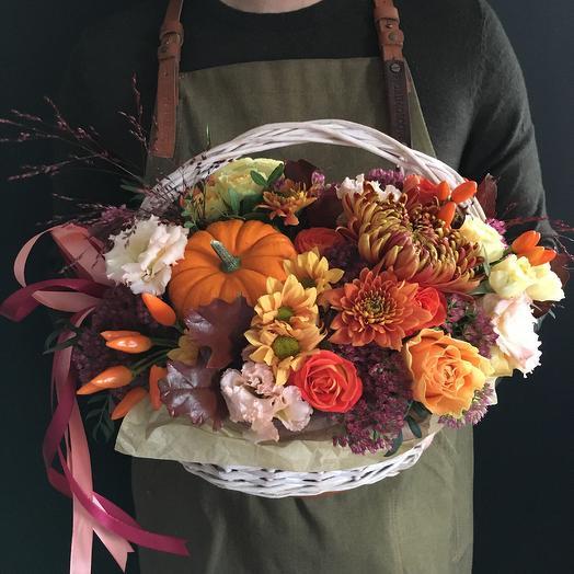 Осеняя корзина с тыквой: букеты цветов на заказ Flowwow