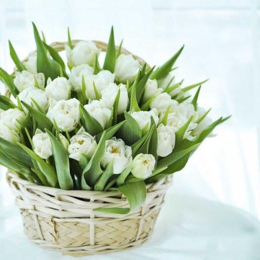 Корзинка тюльпанчиков: букеты цветов на заказ Flowwow
