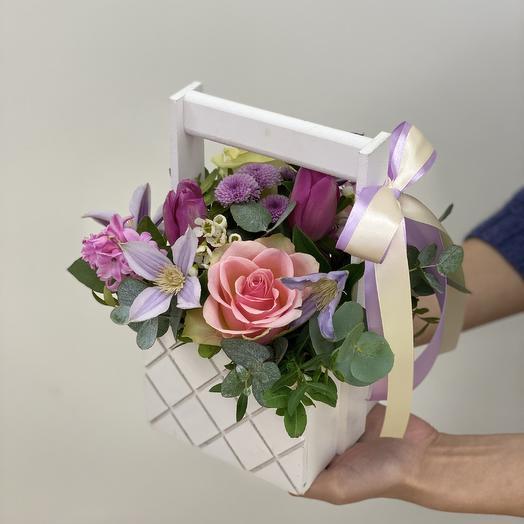 Композиция в белом ящике: букеты цветов на заказ Flowwow
