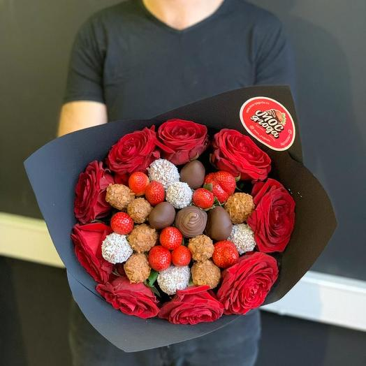 Букет с розами и клубникой в шоколаде: букеты цветов на заказ Flowwow