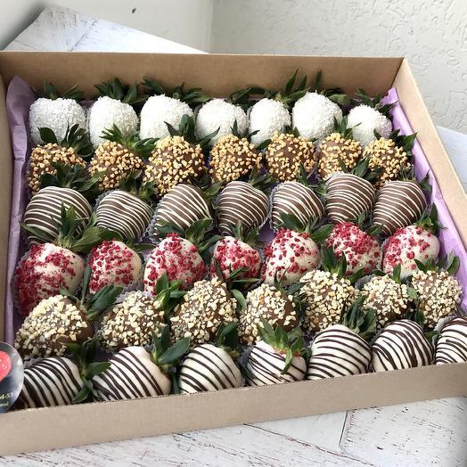 Мега-коробочка с клубникой в шоколаде