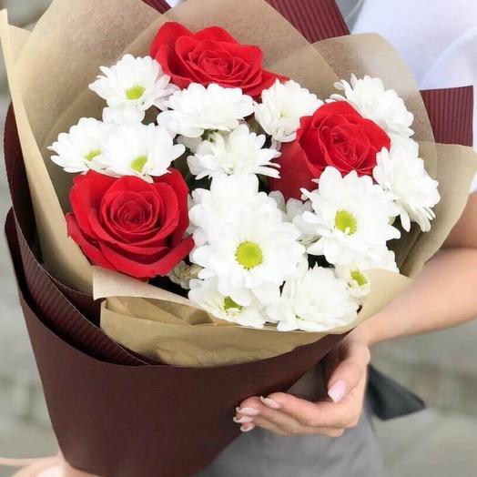 Букет из красных роз и хризантем Красный бархат