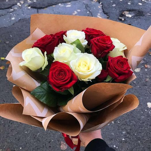 """Букет из белых и красных роз """"Дыхание любви"""""""