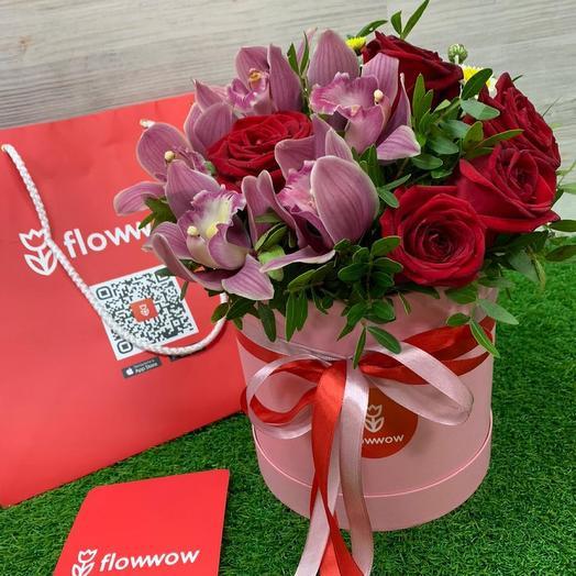 Авторский микс с розами и орхидеями  в шляпной коробке: букеты цветов на заказ Flowwow