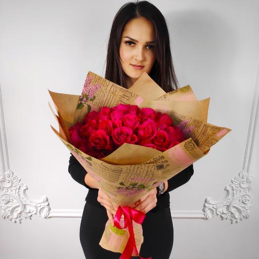 Букет из 35 Малиновых роз в крафте