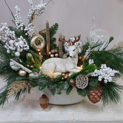 Новогодняя композиция с оленем