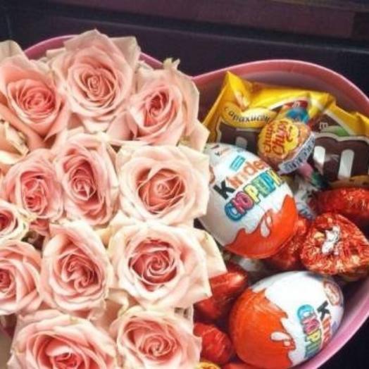 """Сладости и цветы в коробке """"Сердечко"""""""