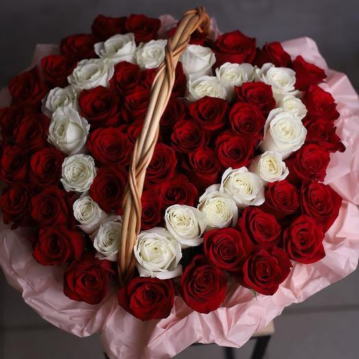 """Корзина из 65 красных и белых роз """"Валентинка"""""""