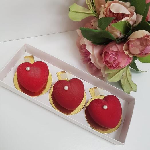 """Набор пирожных """"Бархатное сердце"""""""