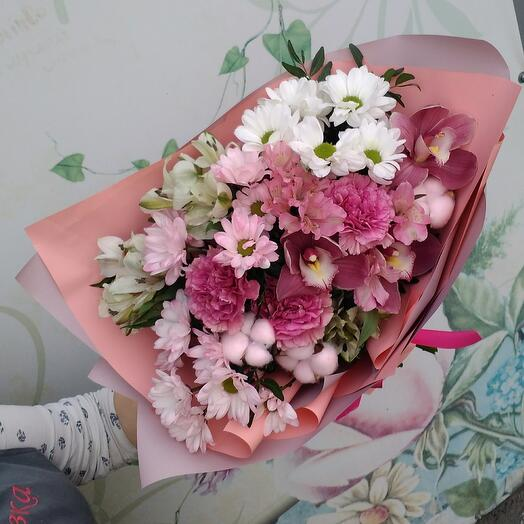 Combined bouquet with orchid and dianthus