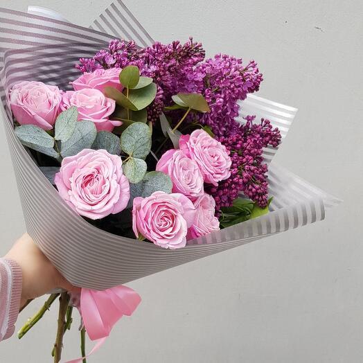 Букет с сиренью и пионовидной розой