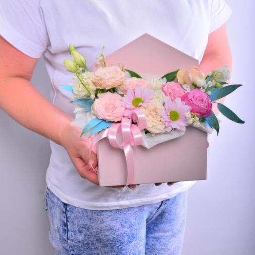 Композиция из хризантем, роз и эустомы