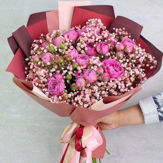 Букет из пионовидных роз и розовой гипсофилы