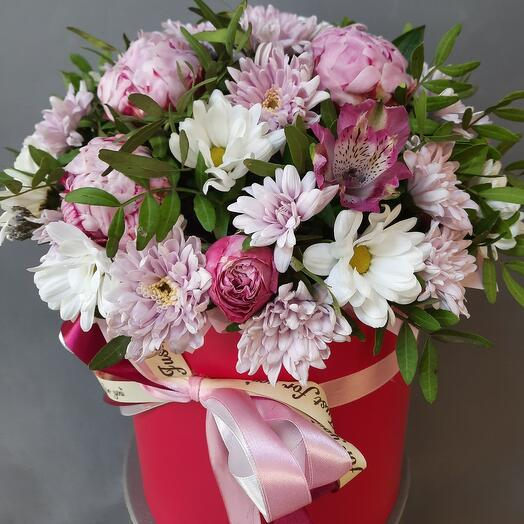 Hat box with flowers