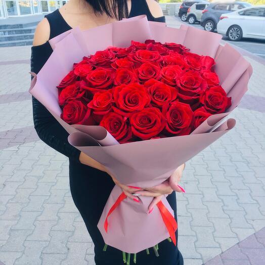 Элитные красные розы в количестве 35 шт