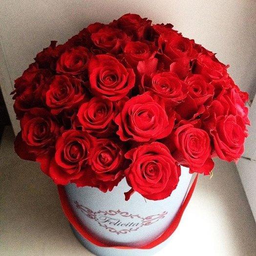 Красные розы в шляпной коробке: букеты цветов на заказ Flowwow