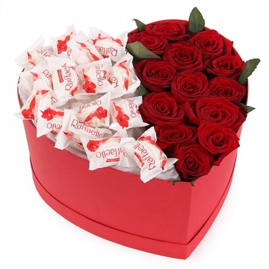 Коробка сердце с розами и конфетами Rafae o: букеты цветов на заказ Flowwow
