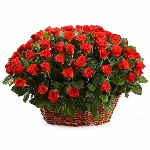 101 роза Эль Торро в корзине: букеты цветов на заказ Flowwow