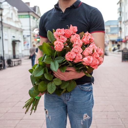 25 коралловых роз 70 см., Россия