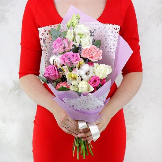 Букет из роз, лизиантусов и гвоздик с хлопком: букеты цветов на заказ Flowwow