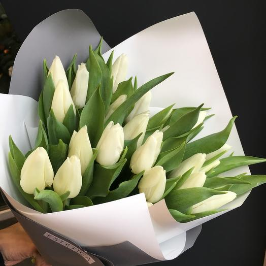 Свёрток белых тюльпанов: букеты цветов на заказ Flowwow