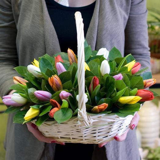 """Корзина тюльпанов """"Весенний калейдоскоп"""""""