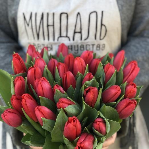 Букет из 29 красных тюльпанов: букеты цветов на заказ Flowwow