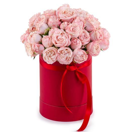 Пионовидные кустовые розы в шляпной коробке: букеты цветов на заказ Flowwow