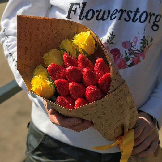 Букет комплимент. Жёлтая Роза. Клубника. N436: букеты цветов на заказ Flowwow