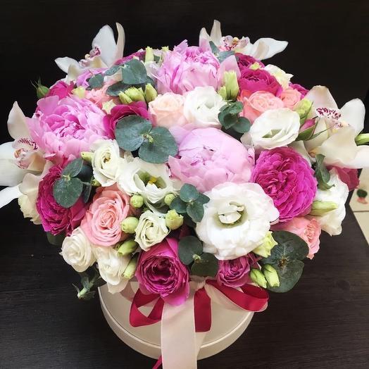 Композиция с пионами в шляпной коробке: букеты цветов на заказ Flowwow