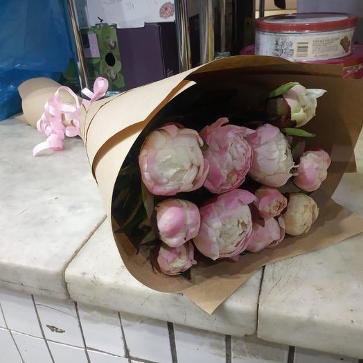 Пионы в крафтовой упаковке 11 шт: букеты цветов на заказ Flowwow