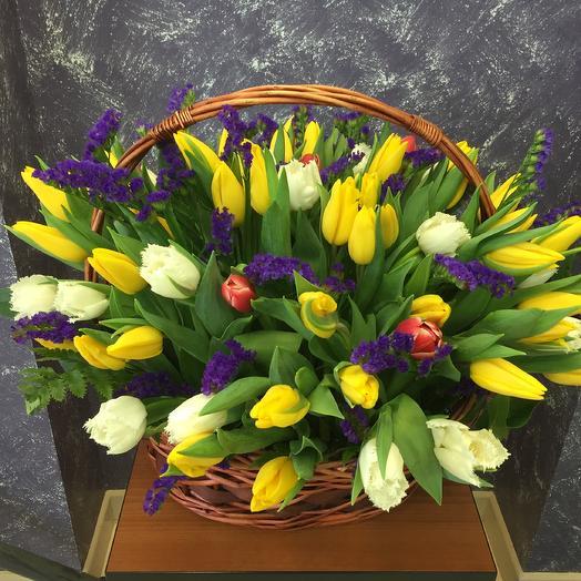 75 Тюльпанов в Корзине: букеты цветов на заказ Flowwow