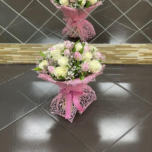 Букет из роз и тюльпанов: букеты цветов на заказ Flowwow