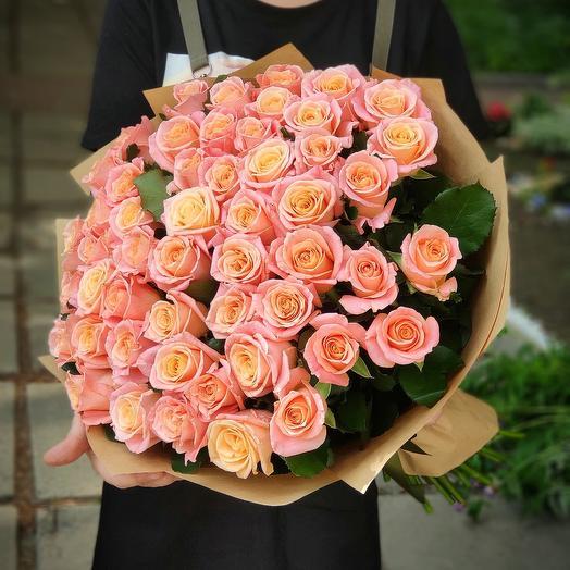 51 роза Мисс Пигги (60 см)