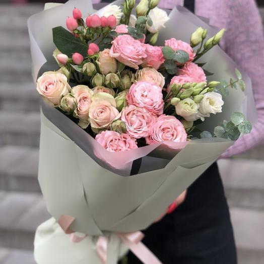 Букет из кутовой розы, эустомы и эвкалипта Таинственный