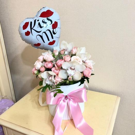 Цветы в коробке с сердцем