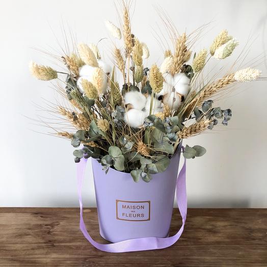 Коробочка с сухоцветами с ручкой