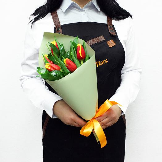 Букет из 5 рыжих тюльпанов