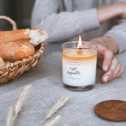 Свеча ароматическая Hot Baguette/ Горячий хлеб багет с деревянным фитилем, WHITE CANDLE