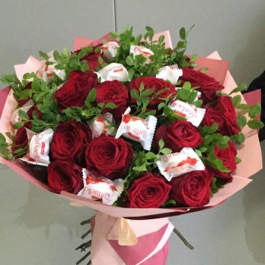 Розы и рафаэлло