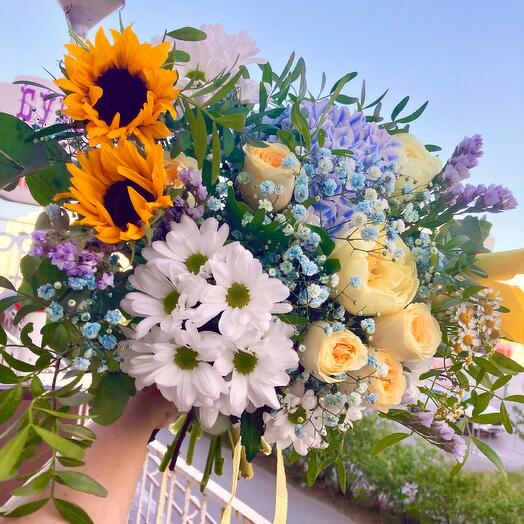 Summer mix with sunflowers, peonies, peony roses, hydrangeas, calla lilies and daisies