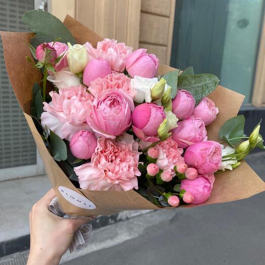 Букет - комплимент из роз и диантусов