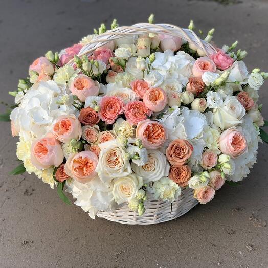 Корзина с цветами Luxury Flowers