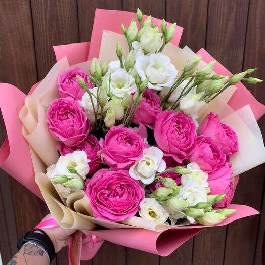 Букет из пионовидной кустовой розы Кэрри