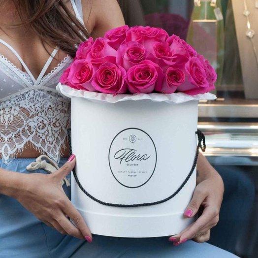 Розы Pink F oyd в шляпной коробке Grand White