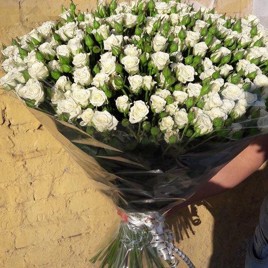 Букет из 101 белой кустовой розы 50 см: букеты цветов на заказ Flowwow