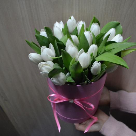 Коробка с тюльпанами: букеты цветов на заказ Flowwow