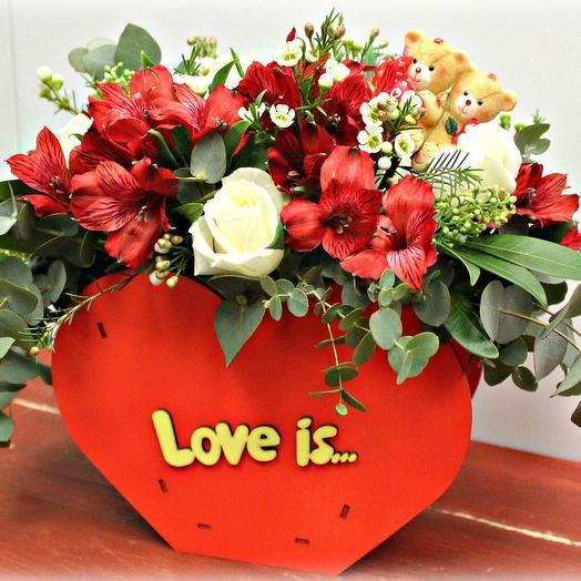 """Композиция в коробочке """"Любовь-это..."""": букеты цветов на заказ Flowwow"""