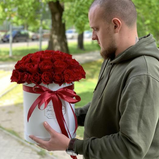 51 красная роза в белой коробке: букеты цветов на заказ Flowwow